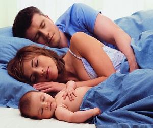 Должны ли дети спать с родителями
